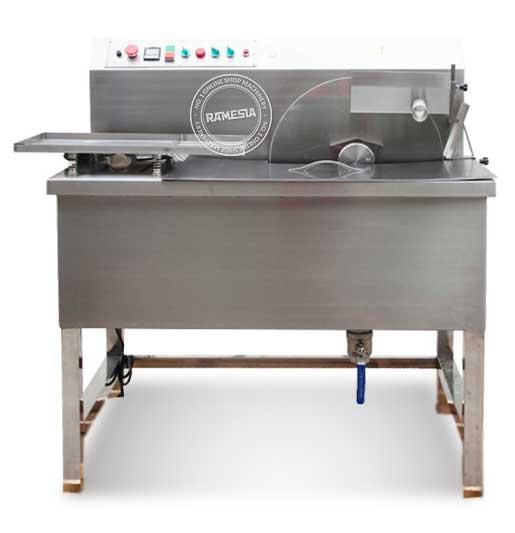 Chocolate Tempering Machine SG-015 Model SG-015 Power (W) 500 watt Kapasitas (Kg/Jam) 15 Voltage (220v/1p/50Hz) Size (cm) 560x600x590 cm G.W (Kg) 40
